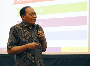 Paparan arah dan kebijakan oleh Wakil Rektor Bidang Sumber Daya Manusia dan Aset