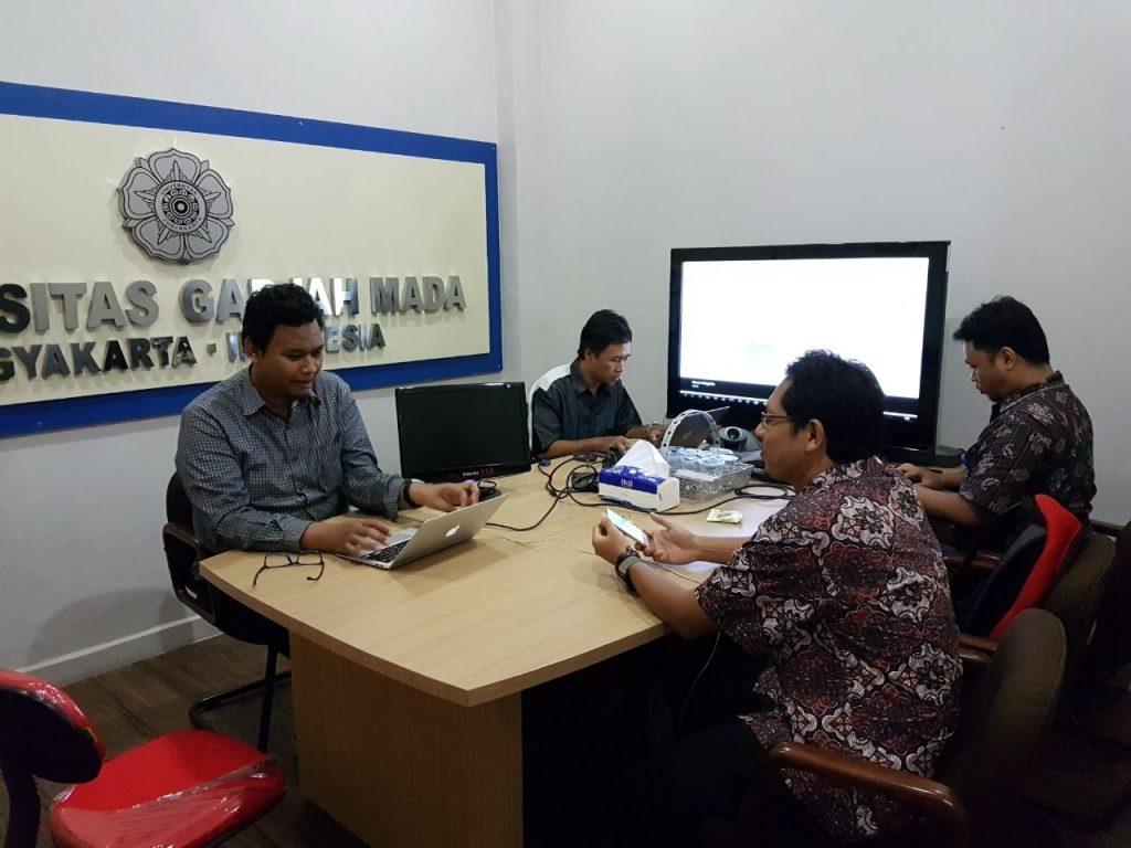 Monitoring server TKD online di Direktorat Sistem dan Sumber Daya Informasi